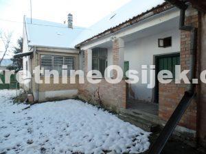RETFALA...građevinsko zemljište od 781m2 sa starom kućom...fronta-15.2m